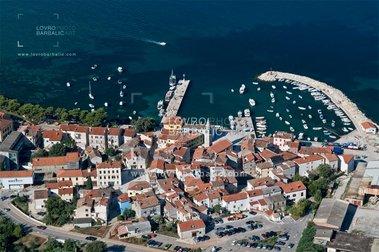 Behind The Name >> Fazana Blue Istria